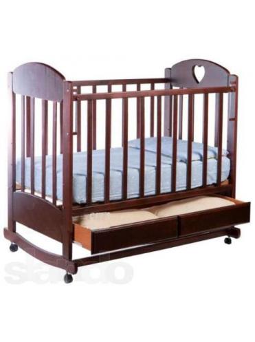 Детская деревянная кроватка Иришка 2 колесо-качалка, ящик